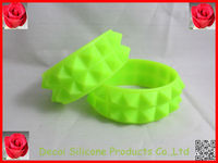 2013 Make your wristbands with custom logo and color,thailand silicone wristband,studs and spikes bracelet