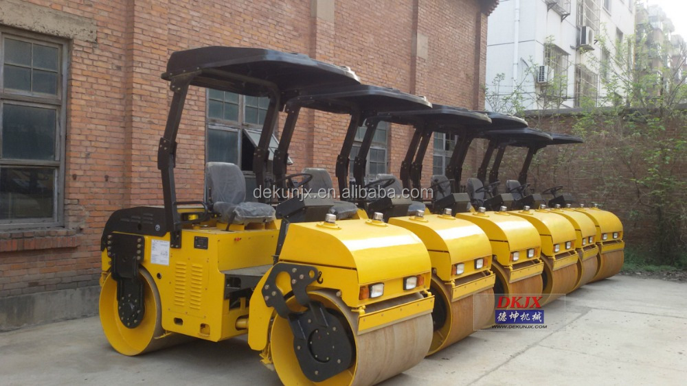 Tandem Vibratory Small Size 3ton Road Roller with CE For Sale DK303