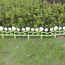 Plastic Daisies Garden Fence Panels
