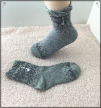 Loose screw-type embroidery stockings