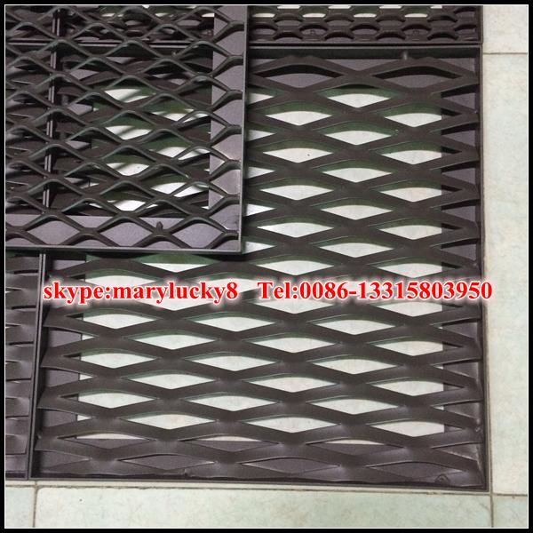 Fen tre m tal d ploy grills protection conception for Grille metallique fenetre