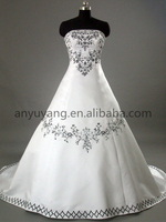 WG0548- Real Sample Embroidered White And Black Wedding Dress 2016 with Chapel train