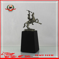 2016 wholesale customized resin horse race trophy