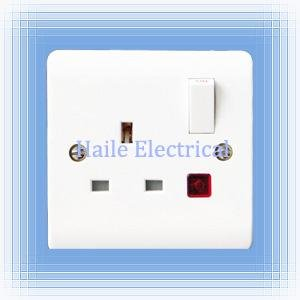 13A 1 gang switched wall socket,single pole with neon(British standard White range)