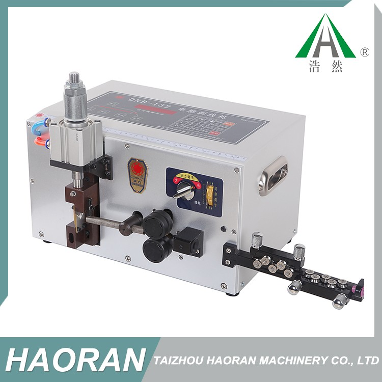 High efficiency automatic wire cable cutting and stripping machine