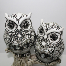 Black and white owls stand on stumps ornaments Home Furnishing resin Garden Decor