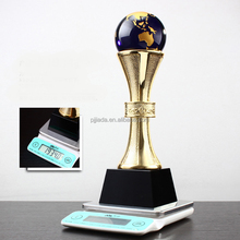 2017 new style carved folk art business gift crystal trophy metal replica oscar trophy awards