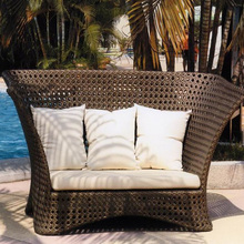 Classic Design Rattan Daybed Handmade Garden Sun Lounger Furniture With Canopy