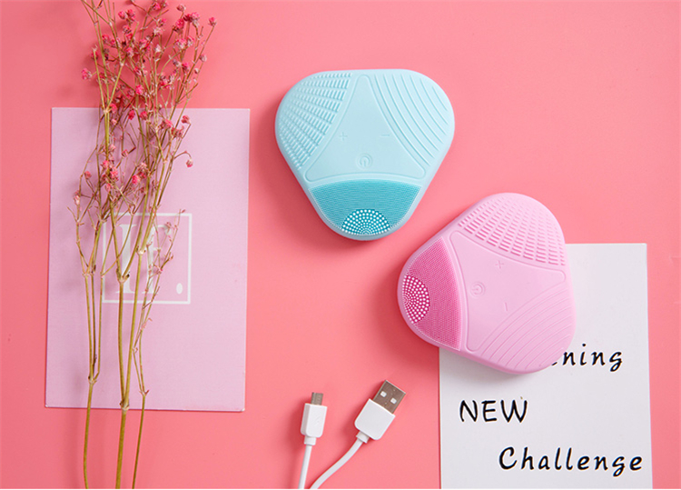 2019 new electric silicone facial brush waterproof IPX7 silicone facial scrubber