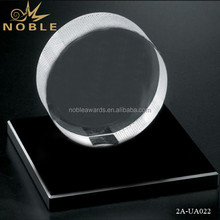 Noble Hot Sale customized Crystal Hockey Puck on Black Glass Base Crafts