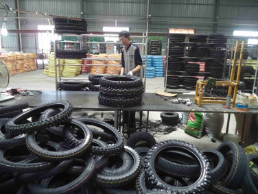 Tyre - Inspecting and Packing