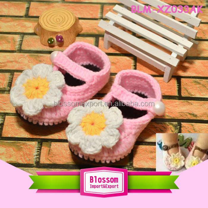 Hot sales lovely new design blue wholesale handmade baby wool shoes