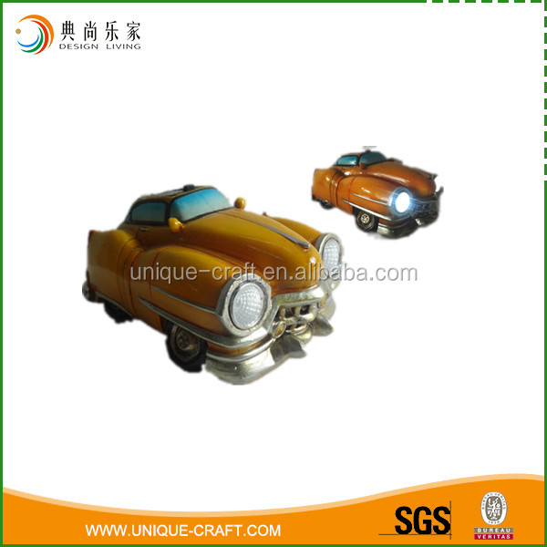 Customized Resin Material Model Old Car For Garden Decoration