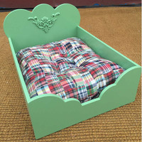 Beauty design green color princess cat bed
