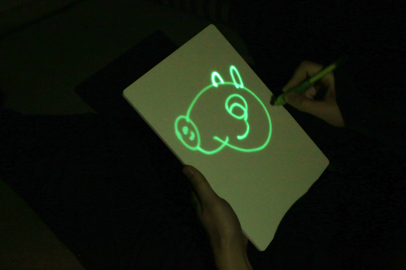 2018 New Arrival PVC Dark Photoluminescent Freeze Light Lumo Pad Luminescent Drawing Board for Kids