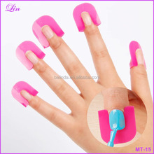 Manicure set Creative Nail Polish Spill-Resistant Manicure Finger Cover Nail Polish Molds