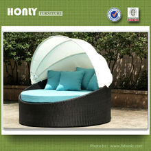 Aluminum frame synthetic rattan round outdoor bed with canopy