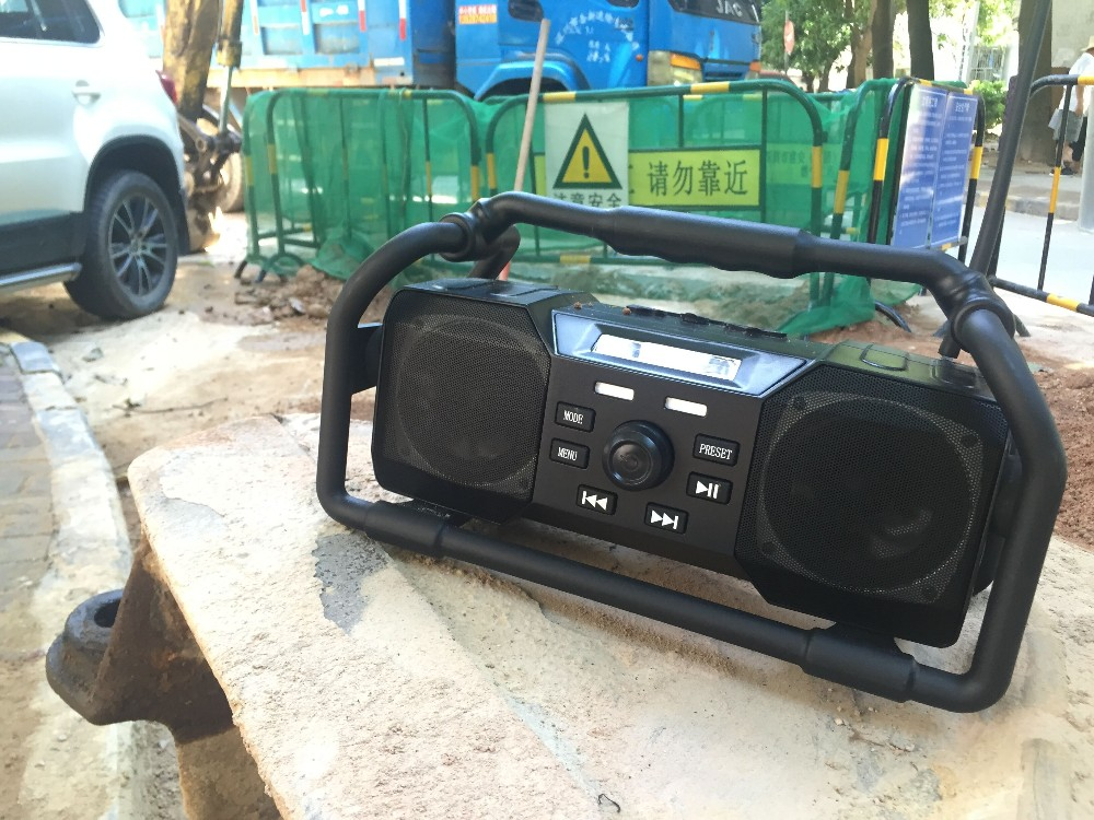 Waterproof and Quakeproof and Drop resistance Jobsite Radio with BT/FM/DAB