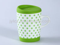 ceramic coffee mug with handle and silicone lid