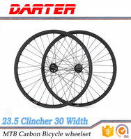Unique design modern 28/32h 30mm wide 700c bike carbon fiber wheels