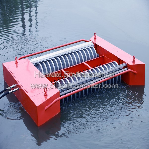 Long service life Disc floating Oil Skimmer For Spill Control