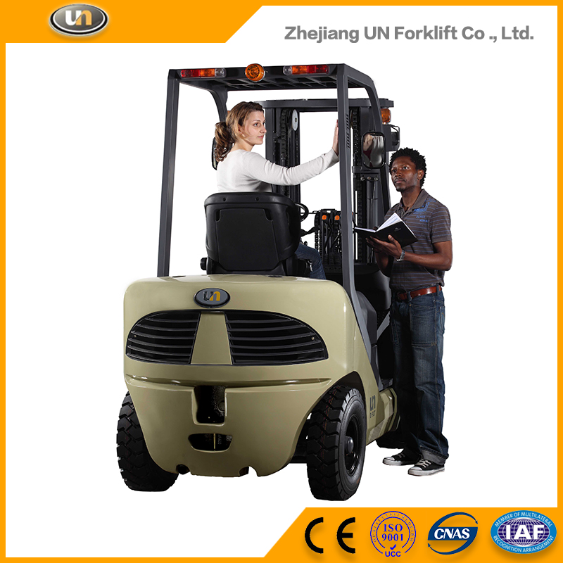 China UN 3 Ton Pneumatic Tire Diesel TCM Forklift
