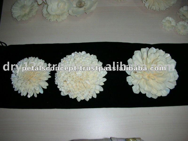 Handmade sola wood flower