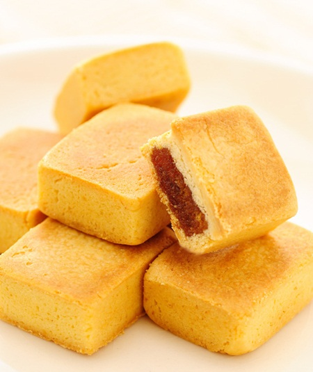 Taiwanese Traditional Rich Flavor Crumbly Pineapple Pastry Cake for dessert