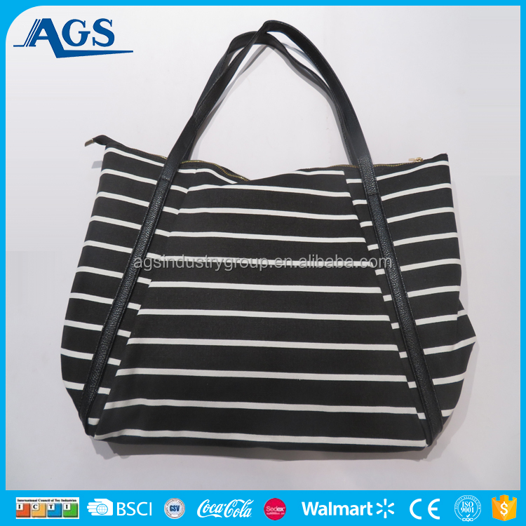 Well-known fine quality ladies handbag at low price