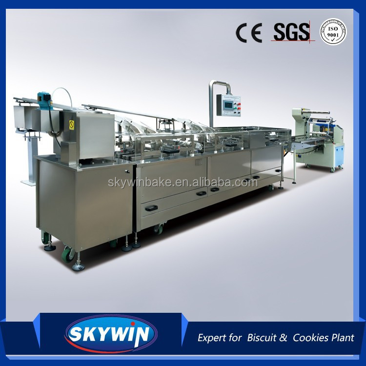 Fully automatic Oreo Biscuit sandwich machine connect to packaging machine