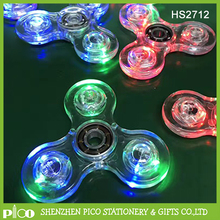 Cristallo LED Mano Spinner Tri Agitarsi Tri-Spinner Glow In The Dark 3 Modalità Light Up EDC Focus/ansia Giocattolo