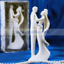 Wholesale Hot seller White Color Bride and Bridegroom Design Wedding Ceramic Cake Toppers