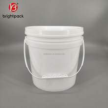 hot sale food grade 8 liter plastic bucket 2 gallon plastic storage container with lid and handle