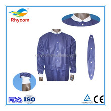 China whosesale cheap waterproof laboratory hospital Disposable blue PE/ PP/SMS lab coat with pocket and snap