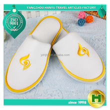 Dense Velvet Hotel Slippers / Cheap Wholesale Colorful Velour Salon Slippers / Disposable Washable Closed Toe Traveling Slippers