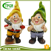 Cheap Wholesale Funny Small Mini Figurine Craft Sculptures Home Garden Gnome Manufacturers Polyresin Statue With Garden Tool