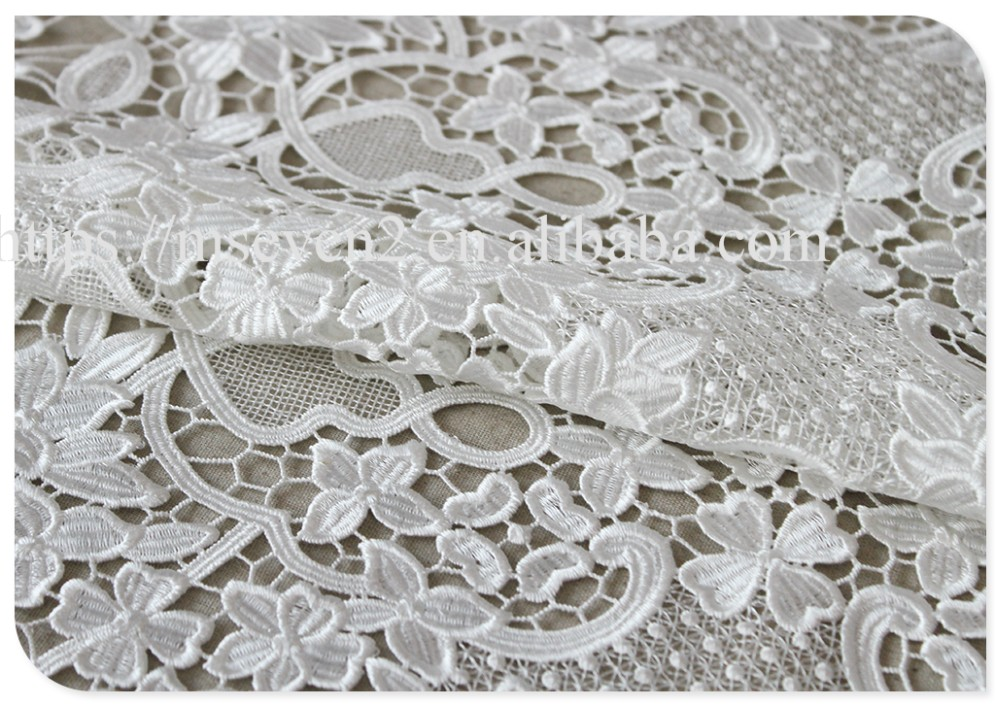 Newest fashion white floral water soluble bridal lace fabric wholesale supplier