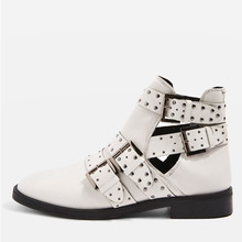 China Supplier Ladies Stylish Comfort Flat Shoes Women Sexy Sheep Leather White Buckle Boots with Studs