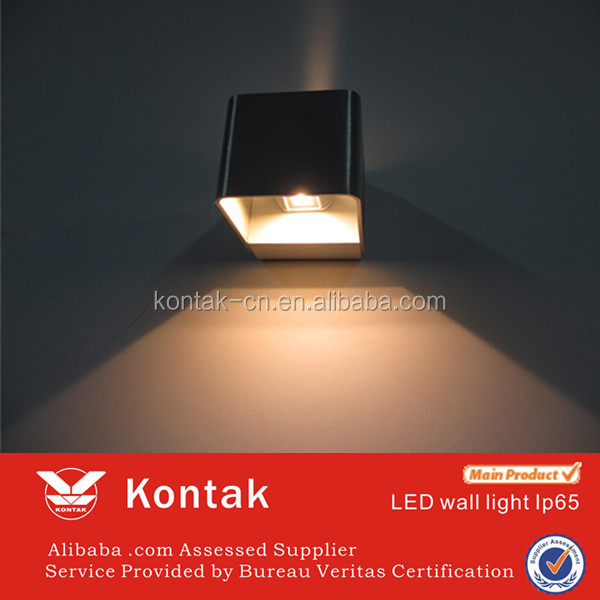 5 years warranty Chinese up and down led wall light IP65