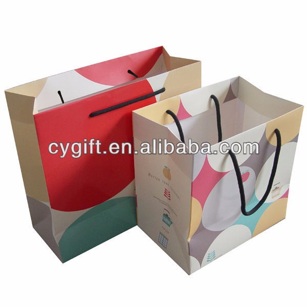 High quality fashion cloth packing standard size Korean shopping paper bag with labels