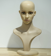 A decomposable head Mannequin that shows the hair