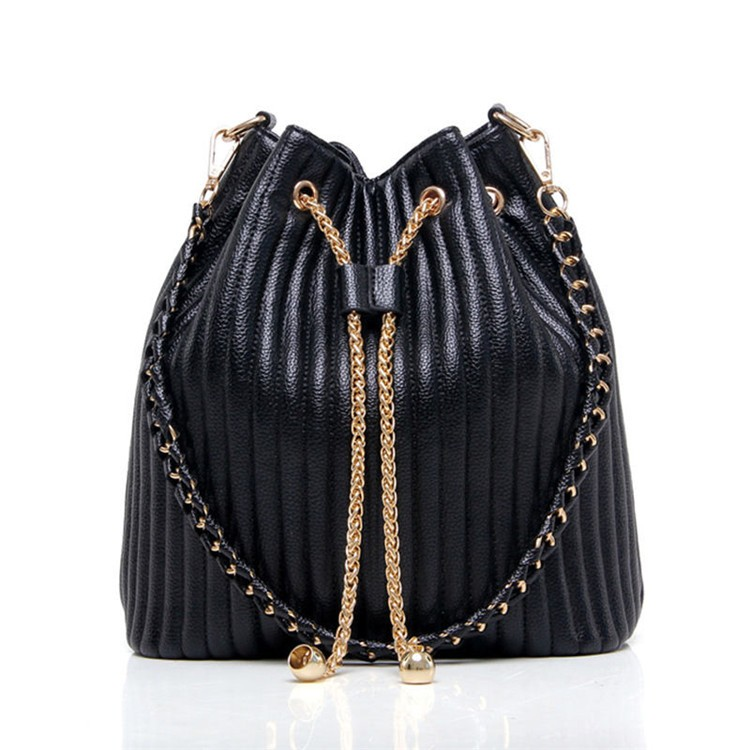 2017 Women Quilted Leather Black Bucket Bag with Metal Chain