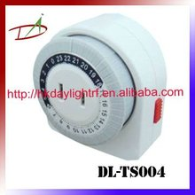 Automatic power on and off mechanical delay timer switch