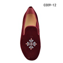 high quantity red color fashion design men velvet shoes with embroidered upper