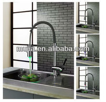 LSK05 Economical Chrome polished Single Lever LED Pull out Kitchen Faucets with spray