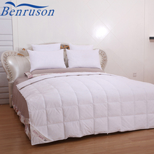 China extremely soft and durable light weight wholesale 80% white duck down summer duvet quilt