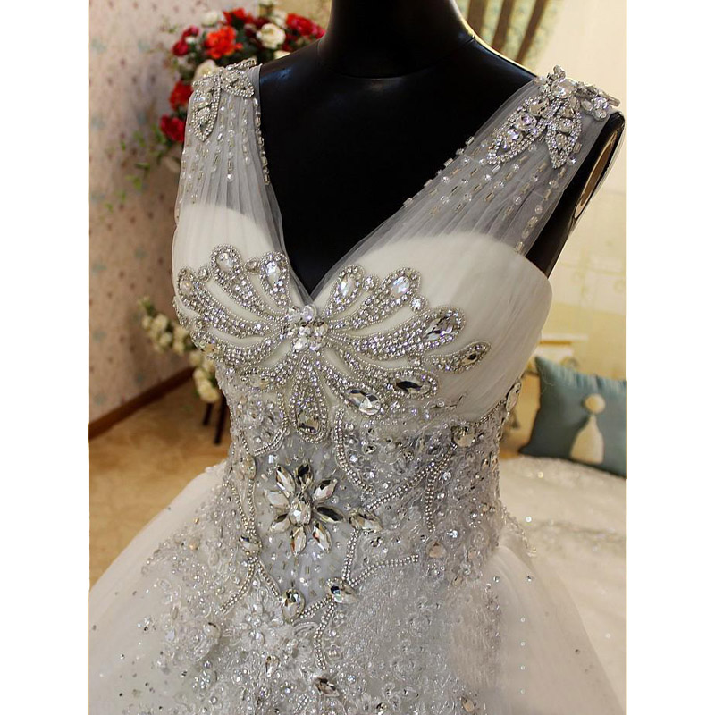 Custom made 2017 luxury blingbling rhinestone applique white trailing wedding dress ball gown