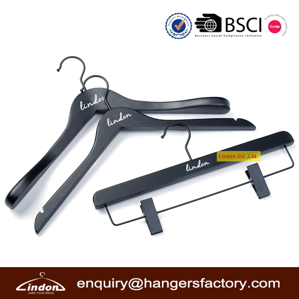 Custom LOGO Matt Black Wooden Brand Clothing Hangers