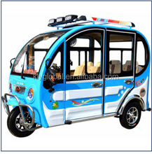 The closed cable-style electric rickshaw rides 4-5 passengers Electric tricycle for passengers Electric pedicab