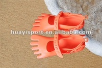 2013 waterproof custom silicone five-fingers shoes